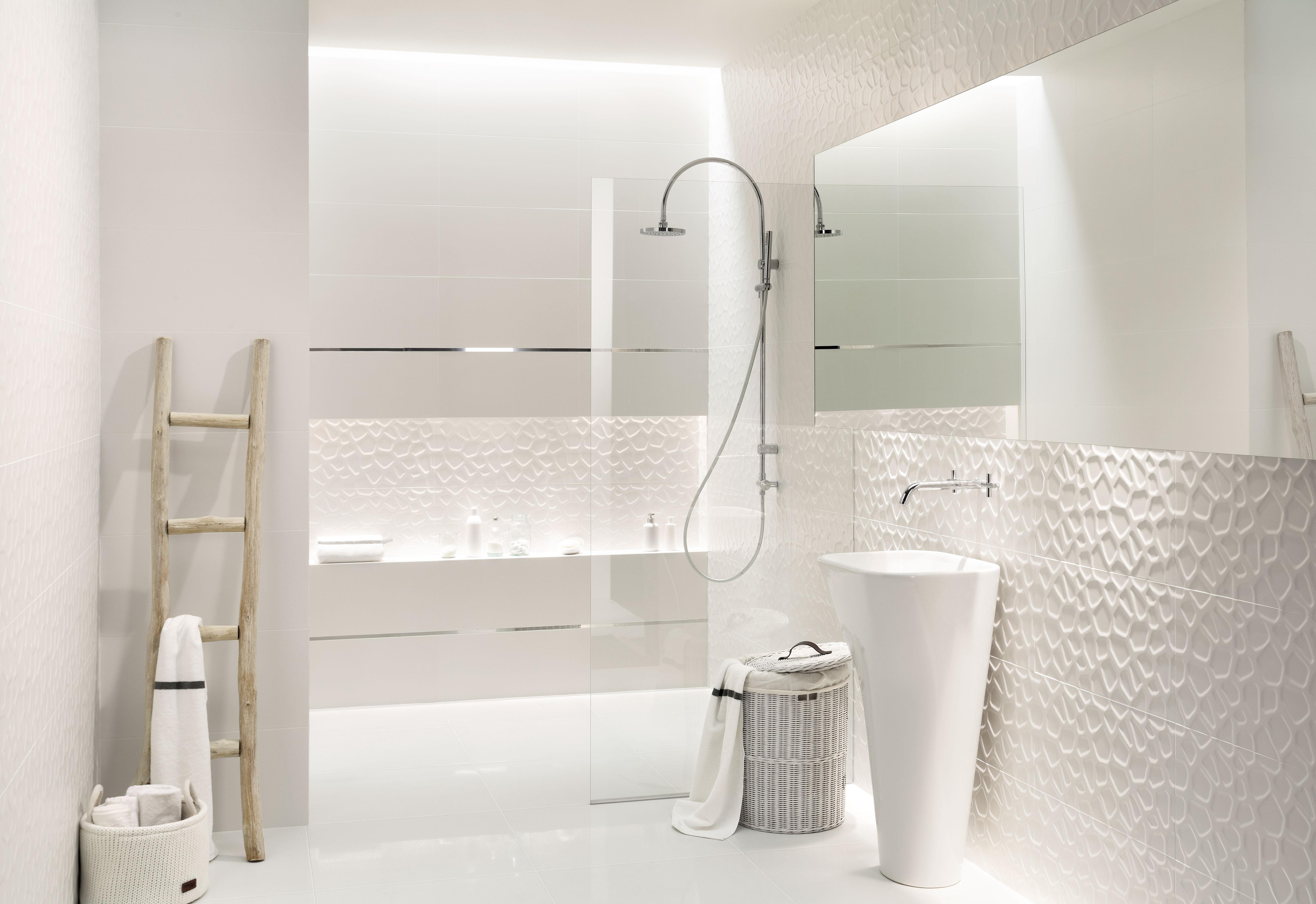 Przestrzeń otulona bielą - wakacyjny klimat w kolekcjach marki Tubądzin